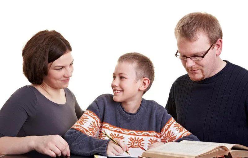 Нужно ли помогать ребенку с домашними заданиями: рекомендации для родителей